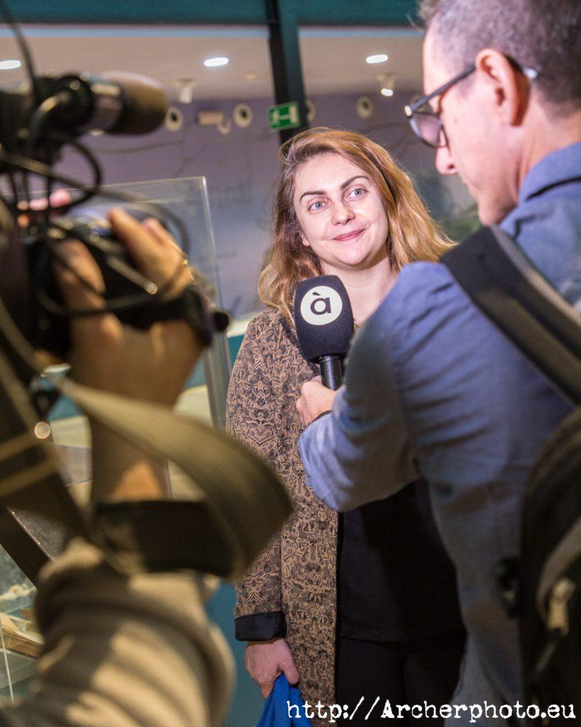 Sofía Rhei atiende a los medios en Hispacón 2019. Foto para el informe de impacto de Hispacón 2019.